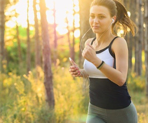 girl running listening to music